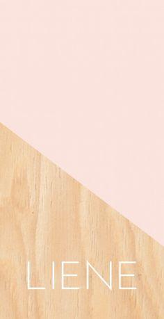 Strak en modern is dit geboortekaartje voor een stoer meisje met een geometrische vlak op een houtlook achtergrond.
