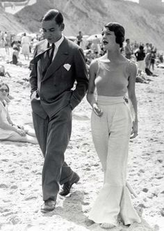 Vintage beach wear - I'm all over this!