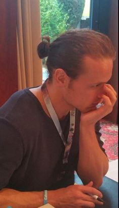 http://outlander-online.com/2015/11/07/pictures-of-diana-gabaldon-sam-heughan-graham-mctavish-gary-lewis-and-duncan-lacroix-at-autograph-session-at-ringcon-2015/