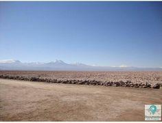 O Deserto do Atacama é um dos lugares mais secos da Terra, com encostas rochosas, lagos de sal e fluxos de lava antiga, recebe inúmeros turistas devido sua beleza natural. | Atacama Desert is one of the driest places on Earth, with rocky hillsides, salt lakes and old lava flows, receives numerous tourists due to it's natural beauty.