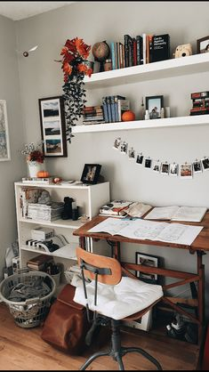 √ 42 Free DIY Bedroom Desk Ideas You Can Make Today. Bedroom Desk With Storage. These free DIY bedroom desk plans will give you everything you need to successfully build a desk for your office or any other space in your home. Bedroom Desk, Room Decor Bedroom, Dorm Room, Living Room Decor, Bedroom Office, Design Bedroom, Master Bedroom, Bedroom Inspo, Shelves For Bedroom