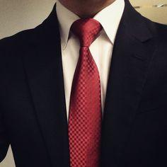 지인이 생일에 사준 타이로 금주 마지막 평일 마무리 . 직딩 남자의 오전 코디고민은  고작 수트컬러에 따른 넥타이와 구두 ㅠㅠ  . . #루이비통#쁘띠다미에 #직딩스타그램#일상#데일리#투데이#소통#맛팔#셀카#셀스타그램#정장#수트#넥타이#dailylook#today#instadaily#selfie#suit#necktie#menstyle#louisvuitton#LV#petitdamier