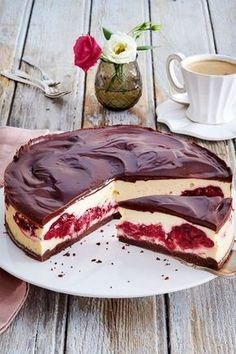 What happens if you combine # cheesecake and Black Forest cherry cake? This is how this heavenly comes out! The post Black Forest Cheese Pie Recipe DELICIOUS appeared first on Win Dessert. Easy Cake Recipes, Pie Recipes, Sweet Recipes, Baking Recipes, Cookie Recipes, Dessert Recipes, Cupcake Recipes, Black Forest Cherry Cake, Black Forest Cheesecake