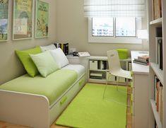 habitación para adolescente estrecha co muebles blancos