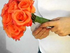 Add a personal touch to your wedding by making your own bouquet. Learn how to choose flowers and arrange them into a professional and beautiful wedding bouquet. Rose Bridal Bouquet, Diy Wedding Bouquet, Diy Bouquet, Diy Wedding Flowers, Bridal Flowers, Bridesmaid Bouquet, Bridal Bouquets, Homemade Bouquet, Flower Boquet