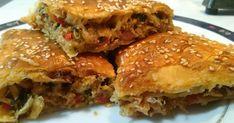 Υλικά και Εκτέλεση. Σοτάρισα με λιγο ελαιόλαδο μια πιπεριά κόκκινη και μια πράσινη,4 φέτες μπέικον,και πρόσθεσα ένα στήθος κοτόπουλ... Cookbook Recipes, Cooking Recipes, Recipe For Success, Pleasing Everyone, Greek Recipes, Lasagna, Food And Drink, Easy Meals, Ethnic Recipes
