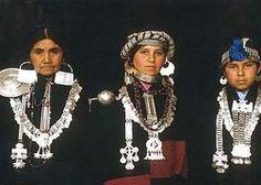 El Pueblo mapuche originario de la Patagonia (junto a otros más, pehuenches, onas, etc) -------- imagenes de joyas mapuches -