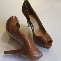 LEATHER PEEP TOE PLATFORM PUMP, SIZE 10, BRAND NEW Brand new, perfect condition, never worn (markings on sole from store try-ons). Embossed leather, size 10 Nine West Shoes Platforms