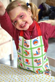cozette*: Een kinderschortje: mijn eerste handleiding Sewing Hacks, Sewing Tutorials, Sewing Projects, Baby Patterns, Sewing Patterns, Diy For Girls, Sewing For Kids, Teaching Kids, Clothing Patterns