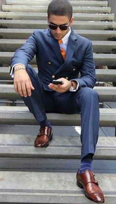 Very sharp looking pairing of colors. Good looking monk strap shoes completes the look.
