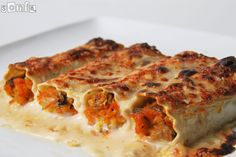 Cannelloni with bechamel mushrooms and carrots nuts Italian Recipes, Vegan Recipes, Cooking Recipes, Delicious Recipes, Bechamel, Mushroom Lasagna, Filled Pasta, Different Recipes, How To Cook Pasta