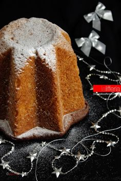 Pandoro a prova di imbranato #natale #xmas #christmas Italian Christmas Cake, Christmas Buffet, Christmas Treats, Sweet Recipes, Cake Recipes, Dessert Recipes, Desserts, Italian Easter Bread, Baking Stone