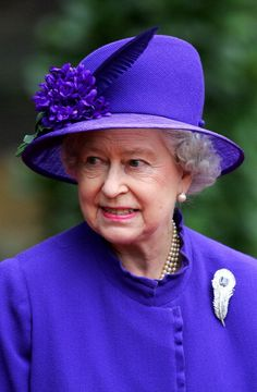 Queen Elizabeth, 2004. She is wearing the Carrington Sapphire Feather. A wedding gift to her from the Carrington Company. Sublime