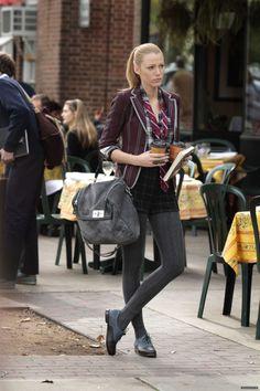Preppy Serena ~ ponytail, shorts, tights, brogues season 4