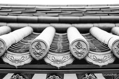 Korean Traditional, Traditional House, Chinese Architecture, Art And Architecture, Temple Tattoo, Clay Roof Tiles, Roofing Felt, Roof Detail, Korean Aesthetic
