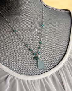 simple chain w/ beach glass pendant. so going to make this!