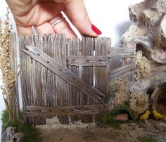 How to Make a Diorama out of styrofoam Christmas Nativity Scene, Christmas Diy, Diy Dollhouse, Dollhouse Miniatures, Miniature Houses, Miniture Things, Beautiful Christmas, Projects To Try, Crafts