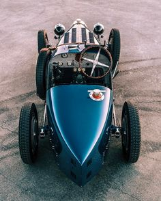 Vintage Stuff and Antique Designs Vintage Sports Cars, Vintage Race Car, Vintage Motorcycles, Cars And Motorcycles, Audi Sportwagen, Auto Retro, Pretty Cars, Old Race Cars, Bugatti Cars