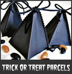 Sew these cute Trick or Treat parcels from poster paper