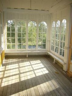 A dreamy sunroom Swedish Cottage, Swedish House, Cottage Porch, Cozy Cottage, Closed In Porch, Glass Porch, Porches, Jugendstil Design, Haus Am See