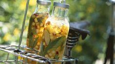 Eistee mit Pfirsich, Nektarine und Basilikum - smarter - Zeit: 20 Min. | eatsmarter.de