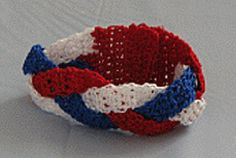 ppfbe12e9e.gif.. Braided cuff.. Free pattern!...Great bracelet for the 4th of July!!
