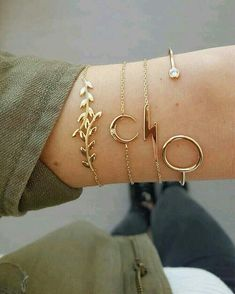 bracelet set is a stylish addition for any occasion. Comes with a gold tone,including 4 piecesdifferent bracelets,this bracelet set is a perfect gift for your friends and yourself. Trendy Jewelry, Simple Jewelry, Dainty Jewelry, Beach Jewelry, Bohemian Jewelry, Cute Jewelry, Jewelry Accessories, Fashion Accessories, Women Jewelry