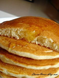 How about an express pancake recipe, to do when you wake up in the morning with a sudden craving for pancakes, or for a snack for the kids in the afternoon when they come home from school … no rest time , and very simple, this … Easy Dinner Recipes, Sweet Recipes, Breakfast Recipes, Pancake Recipes, Chefs, Crepes And Waffles, Bowl Cake, Snacks, Cake Pops