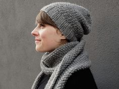 DIY ideas, craft supplies and arts and craft projects. Diy Paso A Paso, Couture, Knitting For Beginners, Diy Tutorial, Etsy, Knitted Hats, Needlework, Knit Crochet, Winter Hats
