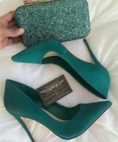 48 tendencias de zapatos para inspirar a todas las chicas - Shoes - Schuhe für Frauen - Schuhtrends - Zapatos Ideas Pretty Shoes, Beautiful Shoes, Cute Shoes, Me Too Shoes, Beautiful Pictures, Gorgeous Women, Green Heels, Teal High Heels, Mint Heels