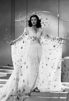 """Hedy Lamarr in a star costume ensemble in """"Ziegfeld Girl"""" Costume design by Adrian ♥️ Glamour Vintage, Glamour Hollywoodien, Robes Glamour, Vintage Models, Vintage Beauty, Vintage Fashion, Vintage Makeup, Hollywood Vintage, Golden Age Of Hollywood"""