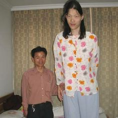 tallest people in the world | Yao Defen, the world's tallest woman, pictured here with her brother ...