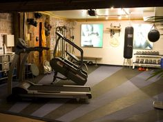 Love this floor in the home gym.  And I like the pics of hot bodies on the wall... I need inspiration when I work out!