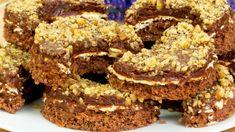 Semiluna cu crema si nuca – o prajitura cremoasa, cu un gust fin si aromat Food Cakes, Romanian Food, Russian Recipes, Cacao, Mini Cakes, Food To Make, Cake Recipes, Biscuits, Cheesecake
