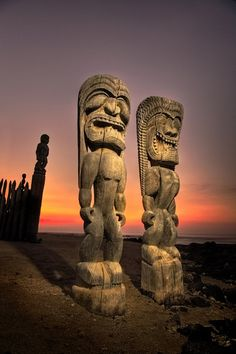 ✮ Hawaiian tiki warriors, City of Refuge at Honaunau, Big Island of Hawaii