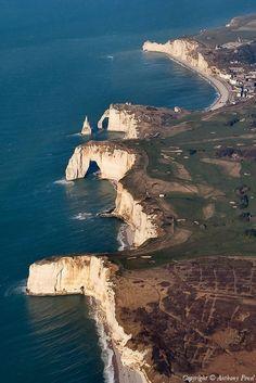 Une magnifique vue sur les falaises d'Etretat ✈️ Photo aérienne de : Etretat - Seine-Maritime (76)