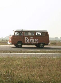 It was a tough call . Cars board or Beatles board? The Beatles win this one. Beatles Vans, Foto Beatles, Les Beatles, Beatles Guitar, Volkswagen Transporter, Volkswagen Bus, Vw T1, Volkswagon Van, Ringo Starr