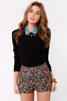 Cute High-Waisted Shorts - Floral Shorts - Tapestry Shorts sweater blouse - This is a cute outfit. The model is very pretty and she pulls it off. Mode Outfits, Short Outfits, Spring Outfits, Short Dresses, Casual Outfits, Winter Shorts Outfits, Geek Chic Outfits, Grunge Outfits, Teenager Fashion Trends