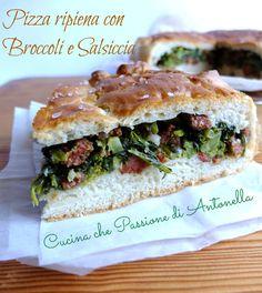 #Pizza ripiena con #broccoli e #salsiccia uno dei capisaldi della cucina napoletana e campana in genere... http://blog.giallozafferano.it/antonellaincucina/pizza-ripiena-con-broccoli-e-salsiccia/