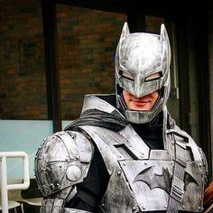 Armored Batman  2017, Tsukino-Con  @AppLetstag #batman #dc #comics #thedarkknight #darkknight #brucewayne #gotham #dcuniverse #justiceleague #gothamcity #superheroes #batmanvsuperman #batmanvssuperman #comiccon #hero #armor #cosplay #costume #knight...