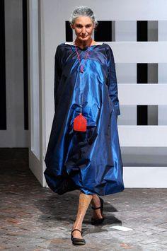 image Quirky Fashion, Ethnic Fashion, African Fashion, Womens Fashion, Fashion Trends, Stella Jean, Antonio Marras, Laura Biagiotti, Stylish Older Women