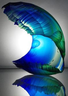 Incredible #glass by Graham Muir has just arrived http://www.thebiscuitfactory.com/artist/861/graham-muir/ … See it first on #Friday pic.twitter.com/lJTWbJj02G