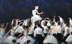 アトラクションで踊るバレエのダンサーたち