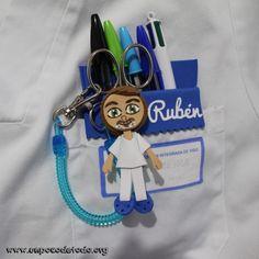 www.unpocodetodo.org - Salvabolsillos de Iris, Joana, Ana, Rubén, Alba, María y Jessi - Salvabolsillos - Broches - Goma eva - crafts - custom - customized - enfermera - enfermeria - foami - foamy - gomaeva - manualidades - nurse - personalizado - portabolis - 8
