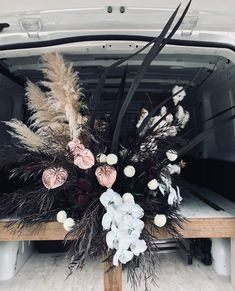 Modern french tropical wedding ideas with dried flowers love this, and like the use of black //// Dramatic Hues Wedding Centerpieces, Wedding Bouquets, Wedding Decorations, Wedding Ideas, Floral Wedding, Wedding Flowers, Boho Vintage, Dried Flowers, Event Decor