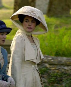 Elizabeth McGovern as Cora Crawley, Countess of Grantham inDownton Abbey