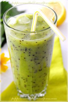 Koktajl z kiwi i banana Easy Healthy Smoothie Recipes, Kiwi And Banana, Fruit Smoothies, Fruits And Veggies, Food And Drink, Yummy Food, Cooking, Cocktail, Hot Days