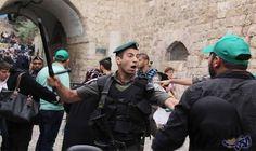 سلطات الاحتلال الإسرائيلية تبعد أحد حراس المسجد…: قررت سلطات الاحتلال، بعد ظهر اليوم الأحد، إبعاد الشاب المقدسي لؤي أبو السّعد، ويعمل…