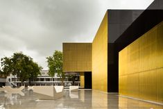 Platform of Arts and Creativity, Guimaraes, 2012 - Pitágoras Arquitectos Classic Architecture, Facade Architecture, Amazing Architecture, Black Building, Mejor Gif, Metal Structure, Portugal, Modern, Images
