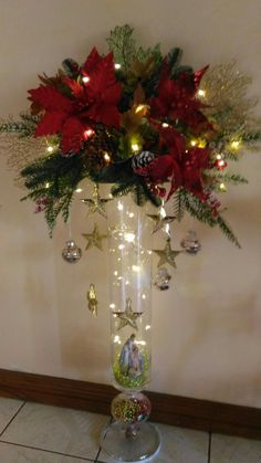 Christmas Candle Decorations, Christmas Flower Arrangements, Christmas Flowers, Christmas Ornament Crafts, Christmas Projects, Christmas Wreaths, Christmas Crafts, Christmas Tree, Holiday Decor